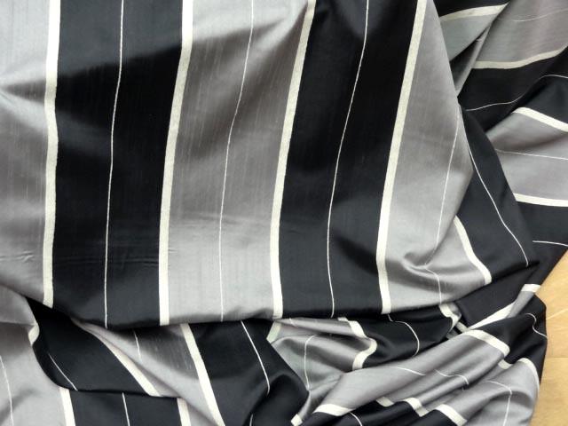 Taffetas velours raye noir gris 1