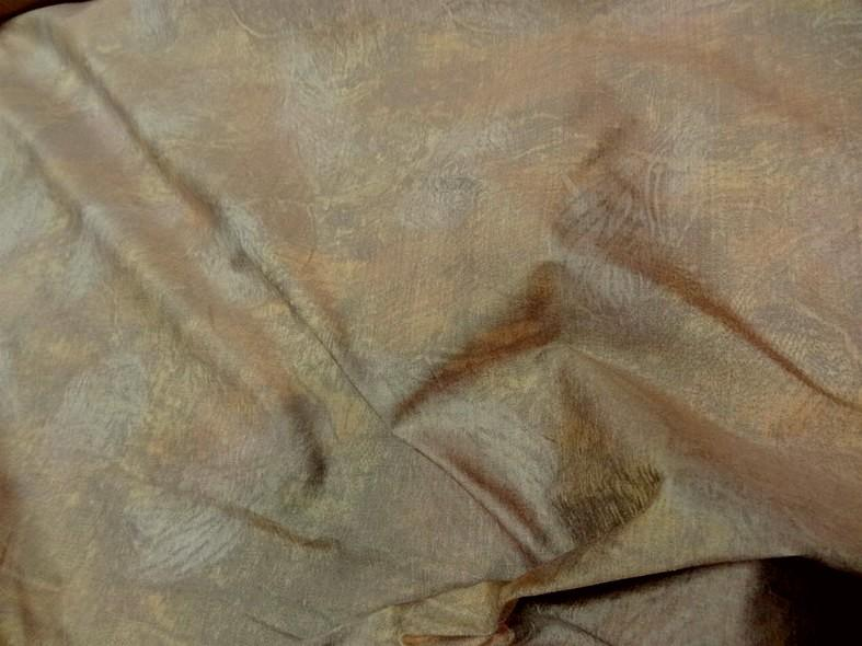 Tissu ameublement satine marbre jaune or et vert de gris 2