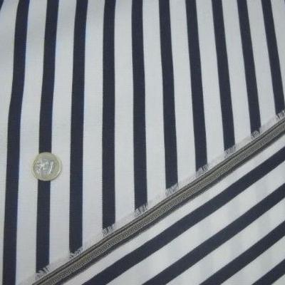 Tissu chaise longue blanc rayé bleu