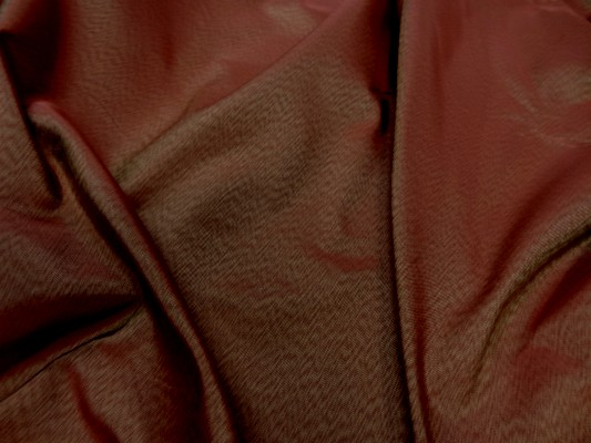 Tissu changeant bordeaux reflets dore