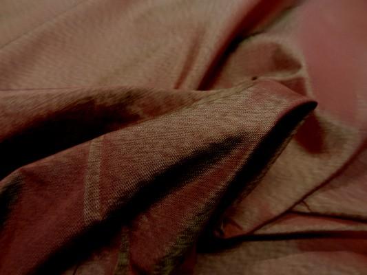 Tissu changeant bordeaux reflets dore9