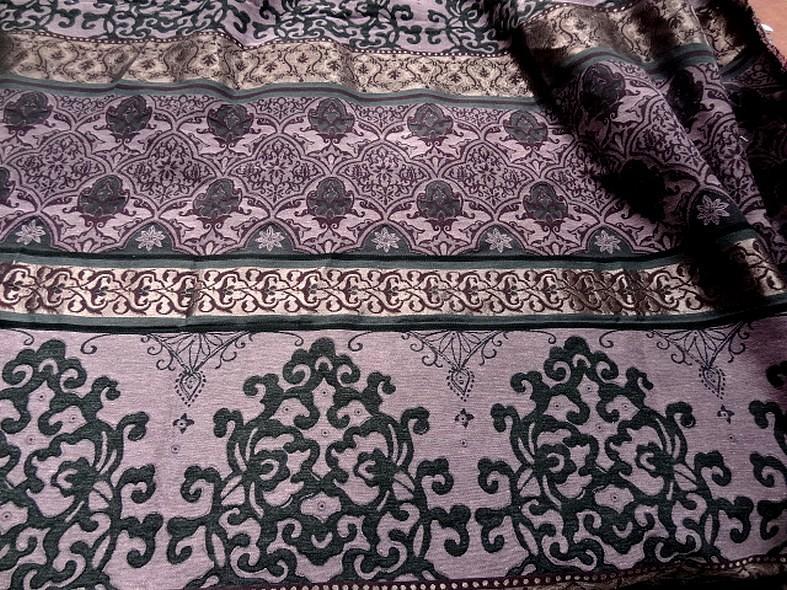 Tissu d ameublement damas prune et noir 1