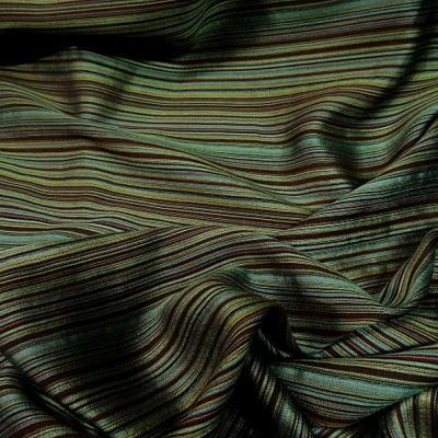 Tissu en laine et soie melangees fines rayures teintes vert et bordeaux 4