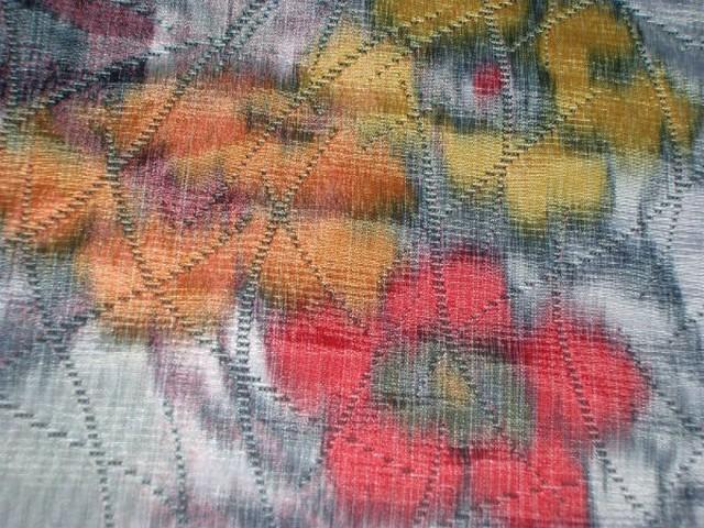 Tissu epais tissage taffetas gris fleuri