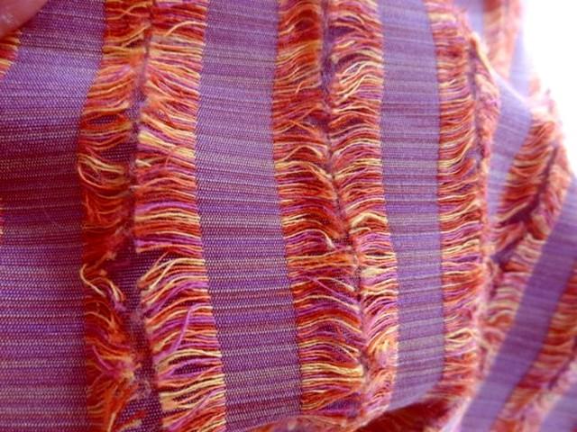 Tissu franges mauve et orange 03
