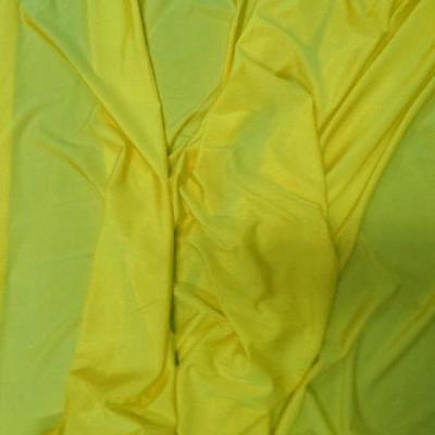 Tissu lycra fin satine jaune citron4