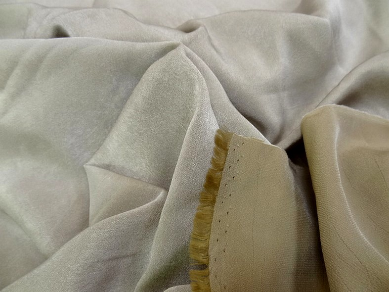 Tissu microfibre beige moire effet nacre 3
