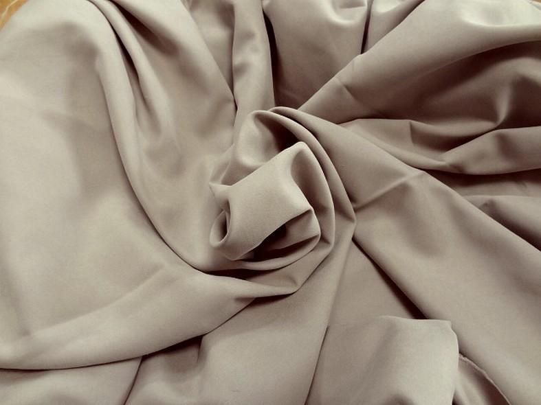 Tissu peau de peche beige envers satin 1