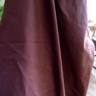 Tissu poly satine teinte prune 1