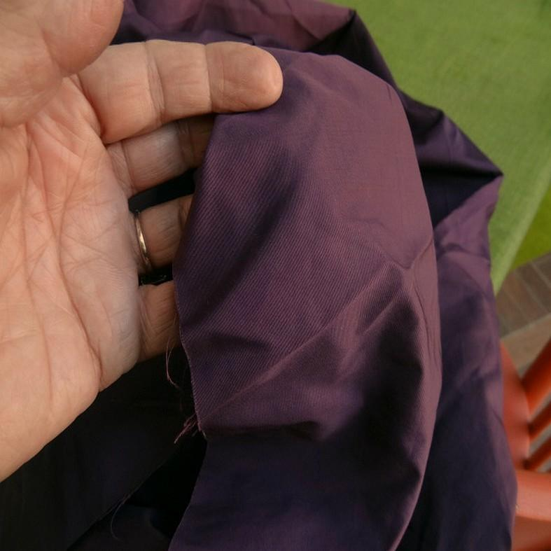 Tissu poly satine teinte prune 4