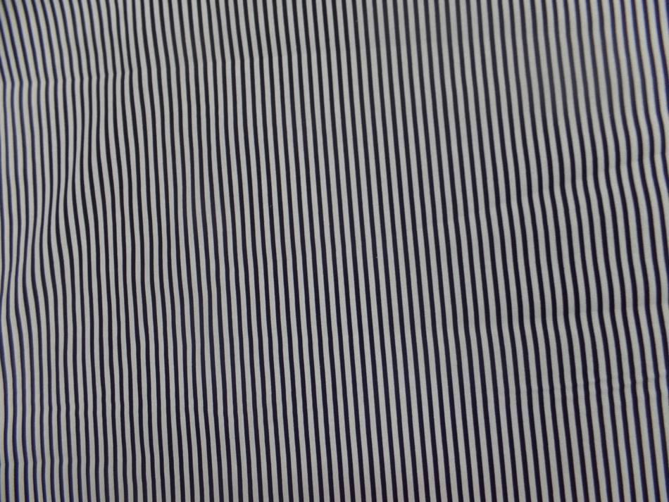 Tissu popeline coton 100% blanc a rayure noire