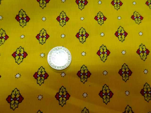 Tissu provencal fond jaune or jpg 2