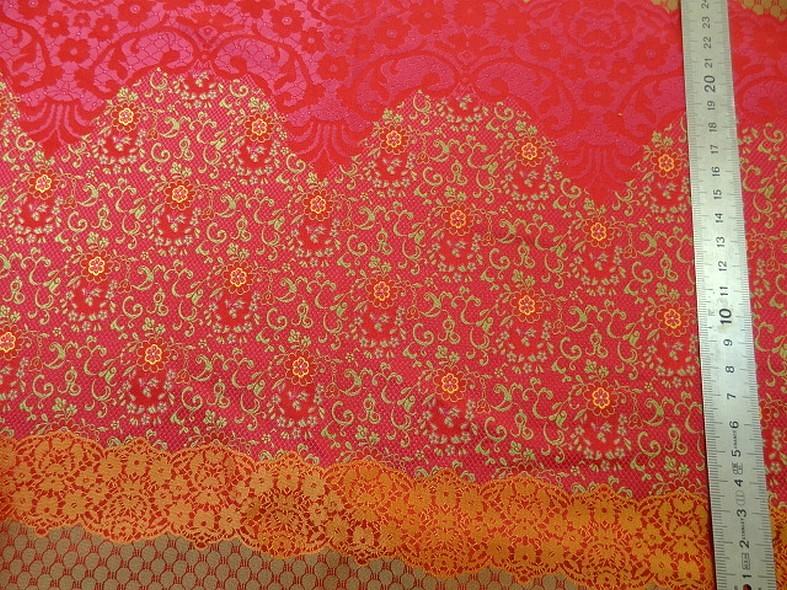 Tissu satine motifs tisses fuchsia et or inspiration indienne 1