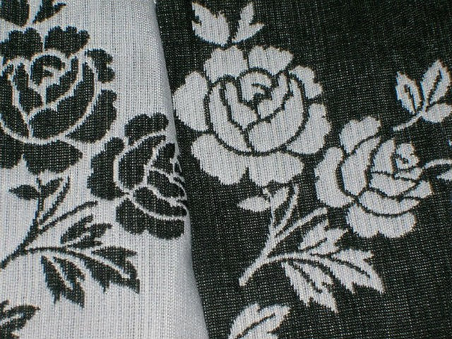 Tissu tapissier damasse noir blanc fleuri 1