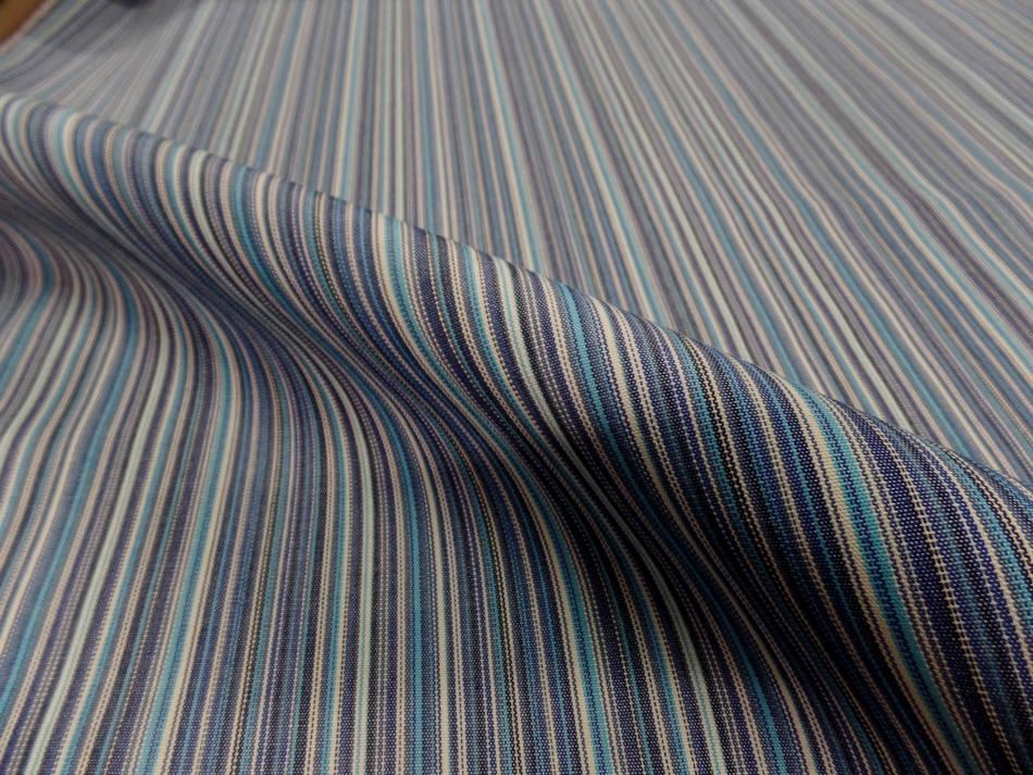 Tissu toile de bache a fine rayure ton de bleu3