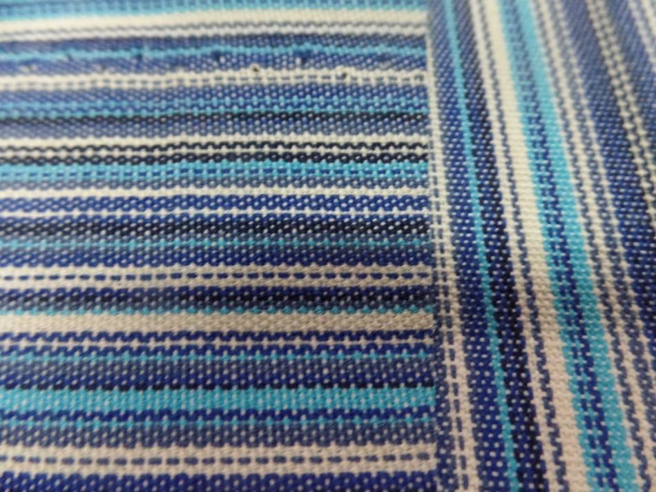 Tissu toile de bache a fine rayure ton de bleu6