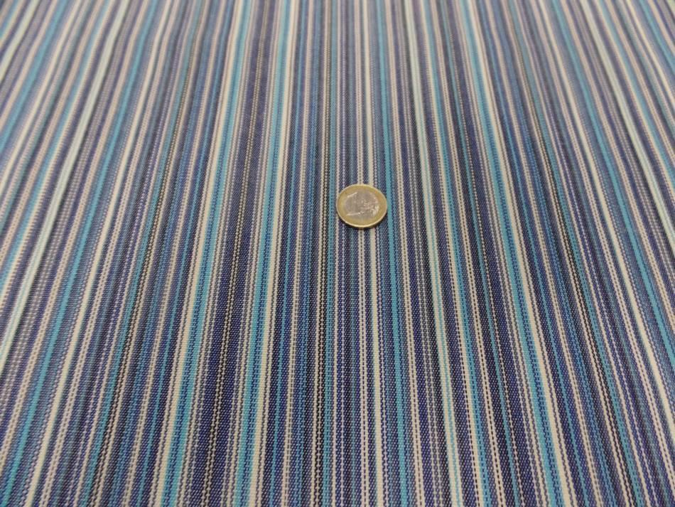 Tissu toile de bache a fine rayure ton de bleu80
