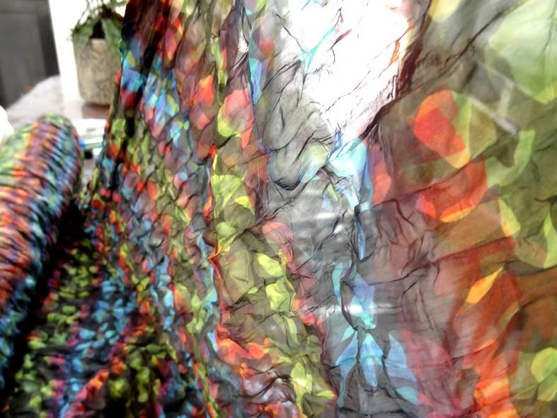 Tissu voile fin froisse cloque fleuri teintes en camaieux 4