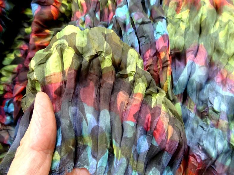 Tissu voile fin froisse cloque fleuri teintes en camaieux 5