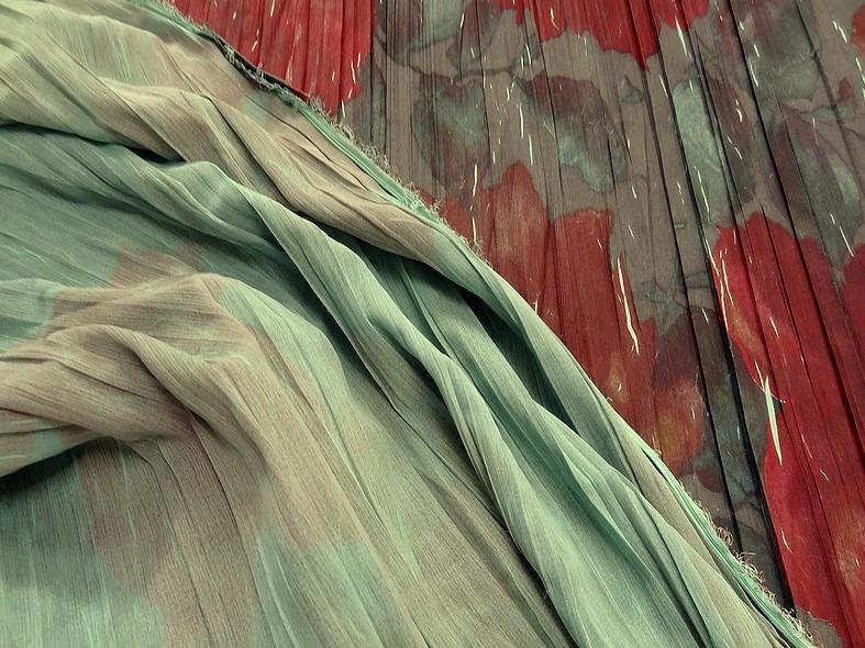 Tissu voile froisse plisse grosses fleurs 1