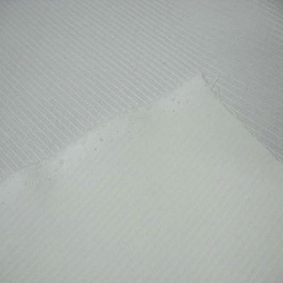 Toile coton blanc fines raies satin en relief 2