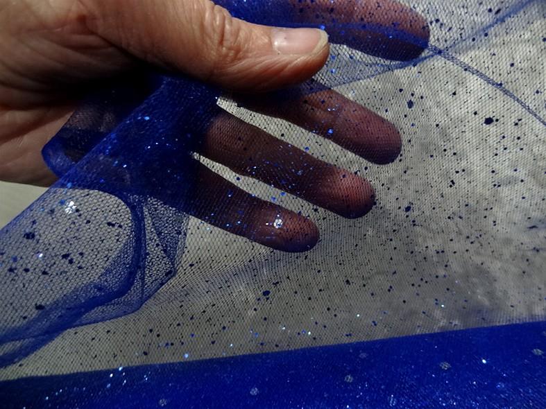 Tulle bleu saphir paillettes projetees 1