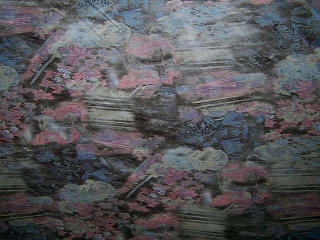 Velours coton ras marron fonce motif fleuri rose bleu floute 2