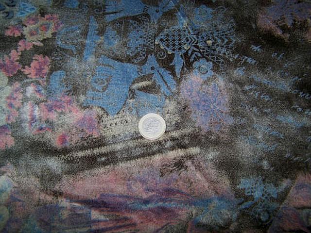Velours coton ras marron fonce motif fleuri rose bleu floute 3