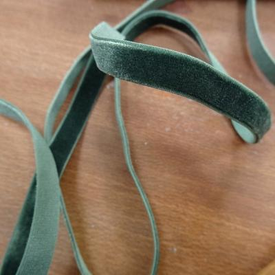 Velours elastique vert epinard 9 mm 2