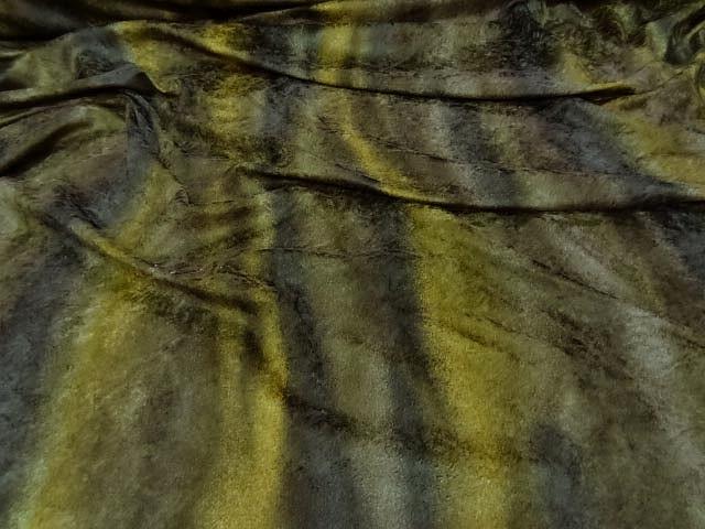 Velours fin teintes kakis fondues en rayures