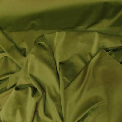 Velours ras teinte vert olive 4