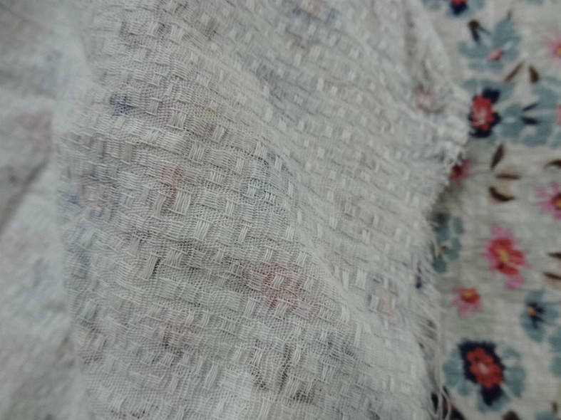 Viscose coton tissage cannage fond sable fleurs bleu fumee rose tendre 1