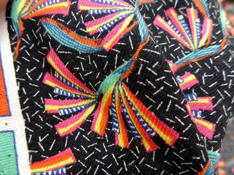 Viscose fond noir imprime fleuri multicolore 2