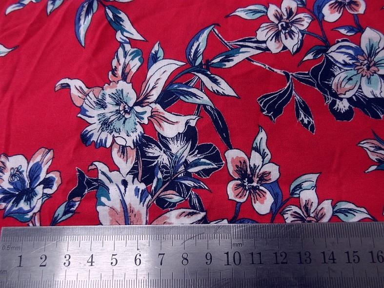 Viscose fond rubis fleurs bleu canard 2