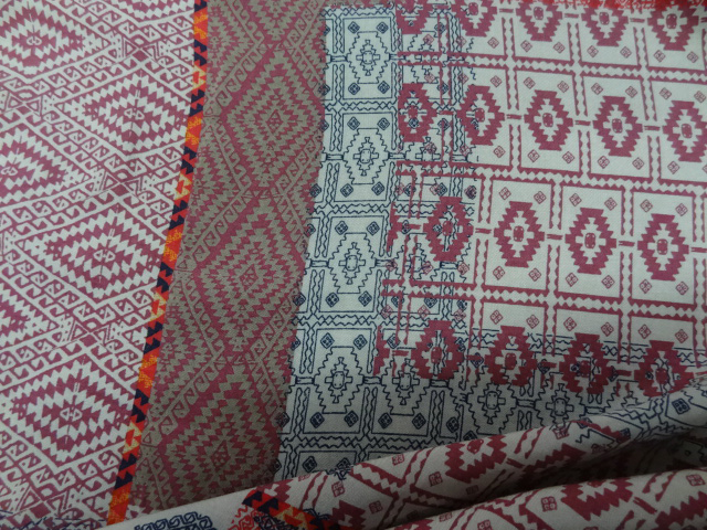 Viscose motif patchwork ethnique rose 2