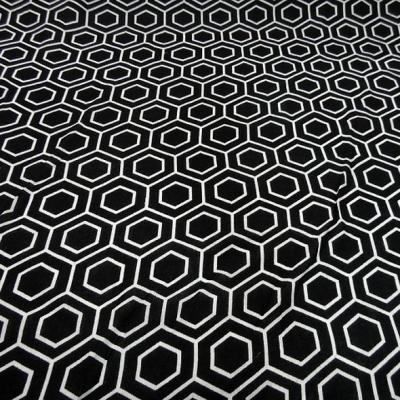 Viscose noir motif hexagone blanc 1