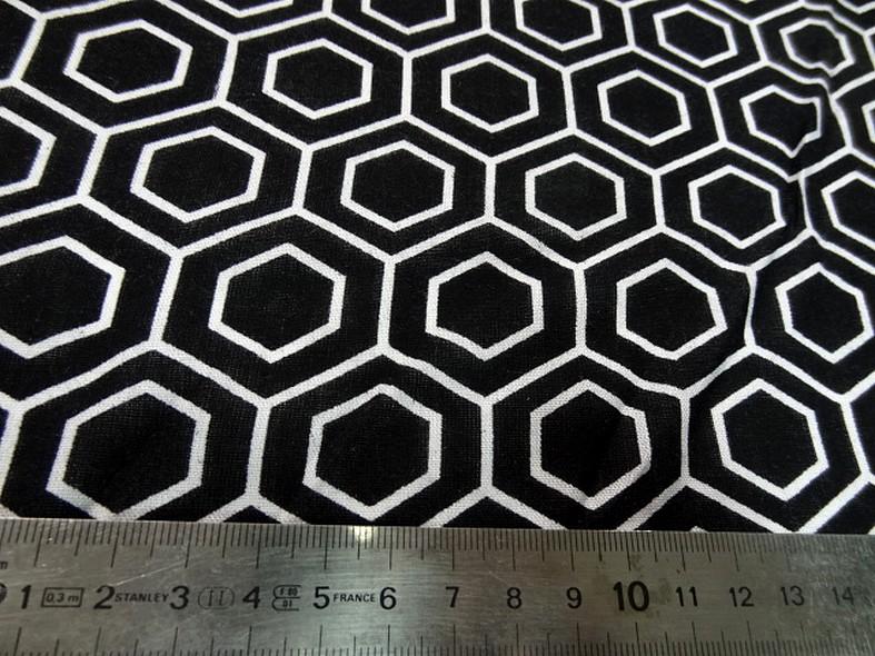 Viscose noir motif hexagone blanc 2