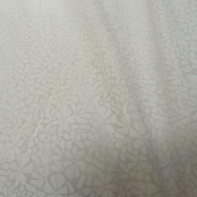 Voile de coton devore semi transparent blanc casse a fleurs 1