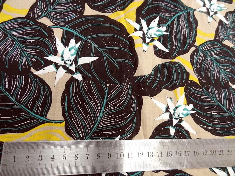 Voile de coton fond beige fleurs etoiles 4