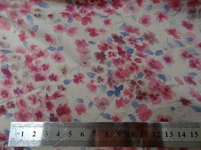 Voile de coton fond beige fleurs rose indien et bleu chambray 3
