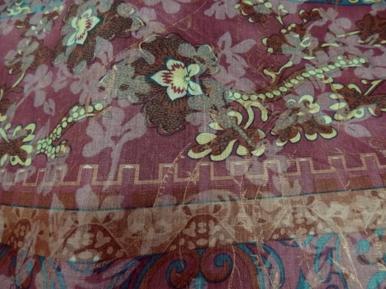 Voile de coton frises de fleurs fond rose indien et jaune safran 1
