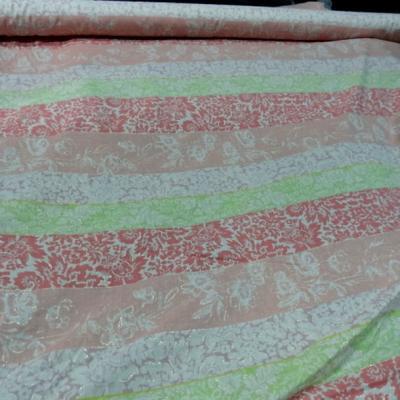 Voile de coton frises saumon capucine anis motifs soulignes or
