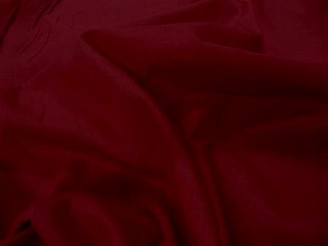 Voile de coton rouge fonce