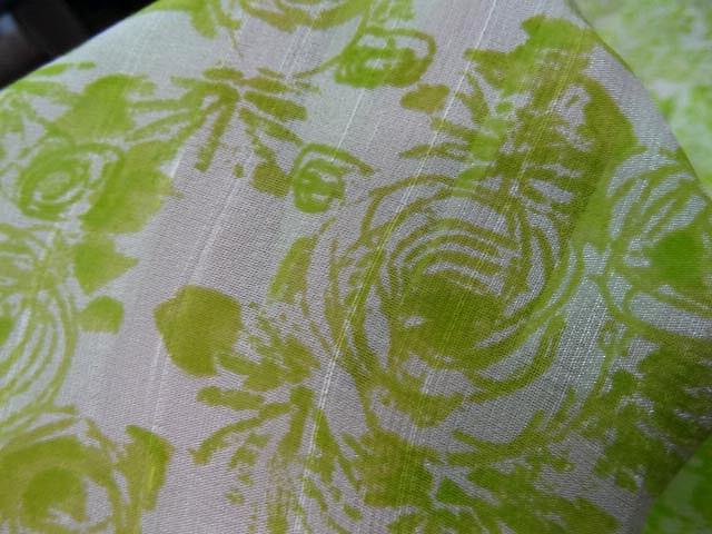 Voile de soie satine blanc vert lime