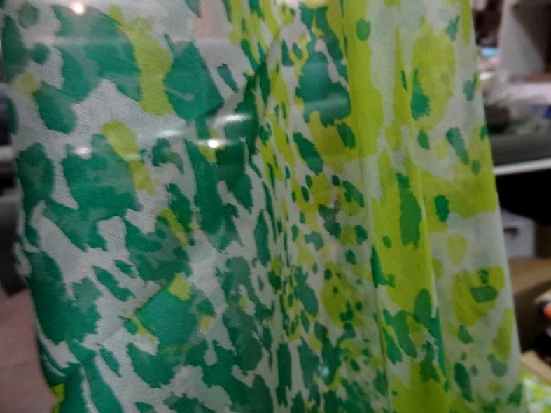 Voile de soie tachetee vert et vert anis 1