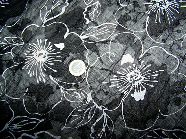 Voile noir froisse devore motif anemone 2
