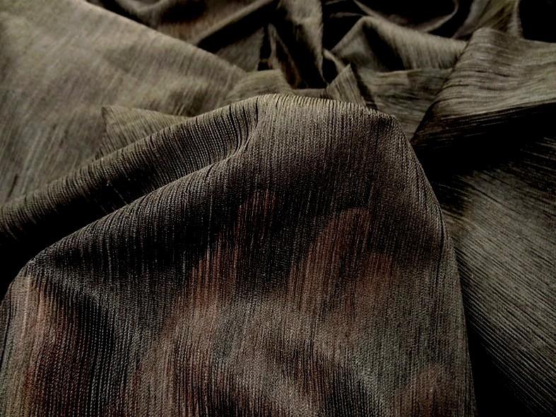 Voile polyester noir finement plisse 3